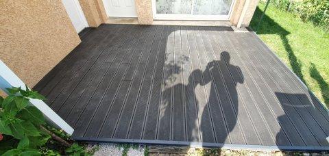 Paysagiste pour la création de terrasse en bois composite à Saint-Jean-Le-Vieux